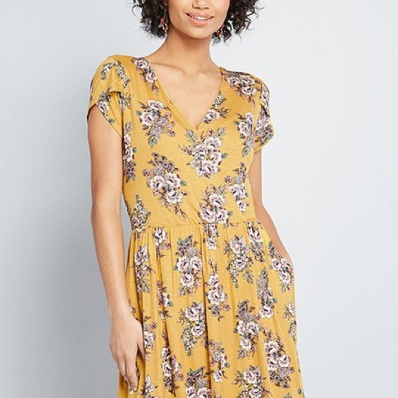 Modcloth Dresses & Skirts - ModCloth yellow floral dress🌺